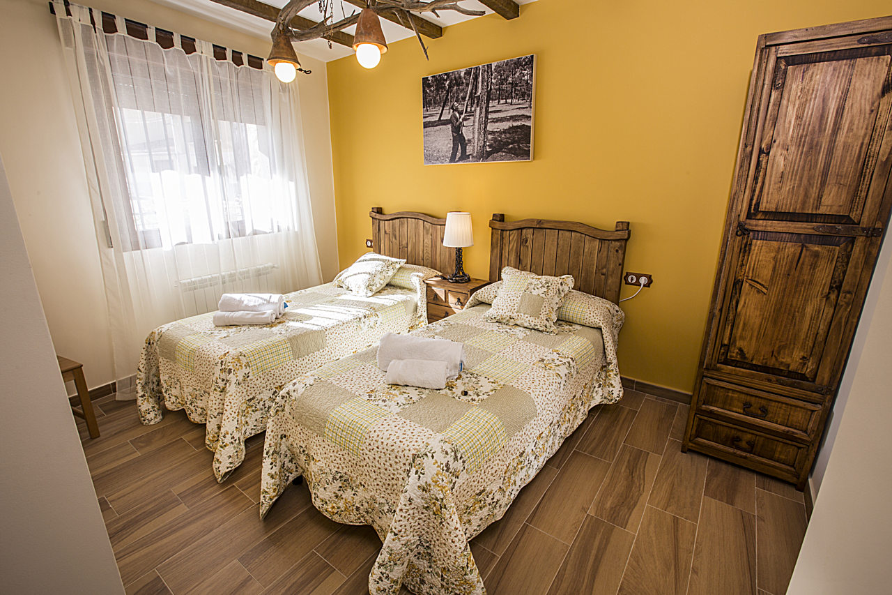 Room adapted, mobility, reduced, people, accommodation, private bathroom, villages, riverside, Douro